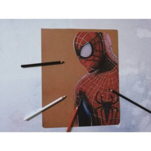 نقاشی مرد عنکبوتی با استفاده از مداد رنگی