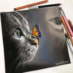 نقاشی گربه و پروانه روی دماغ آن با استفاده از مداد رنگی