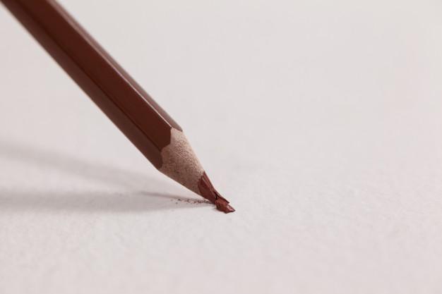 نوک شکسته مداد رنگی
